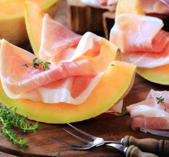 Jamón serrano con melón y aceite de oliva