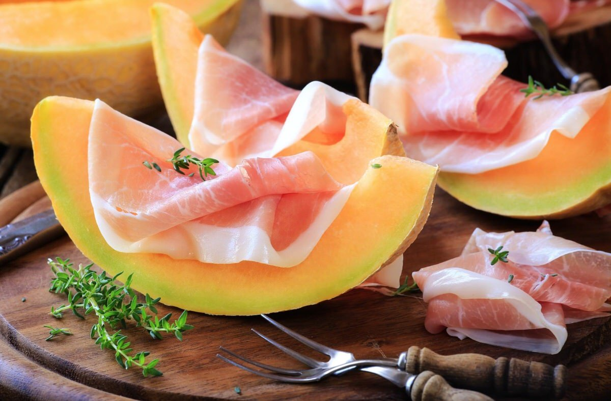 Cómo hacer jamón serrano con melón y aceite de oliva