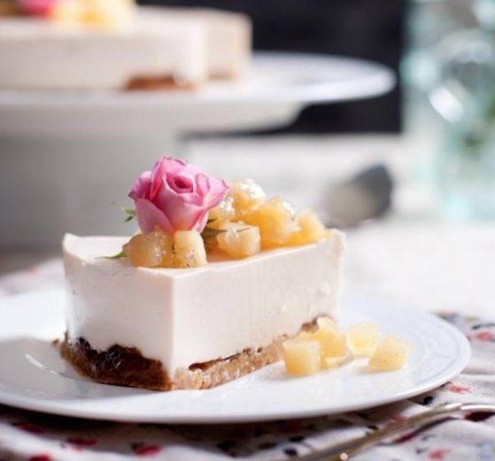 Pastel de queso fresco y manzana