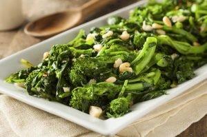 Cómo hacer un salteado de brócoli y cacahuetes