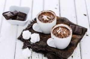 Cómo hacer un batido de chocolate y nata