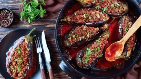 Cómo hacer berenjenas rellenas de carne y queso