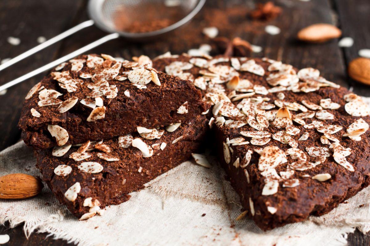 Cómo hacer bizcocho de chocolate y almendras