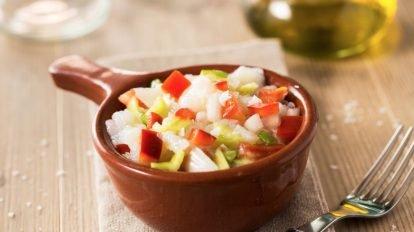 Cómo hacer una ensalada de bacalao y patatas