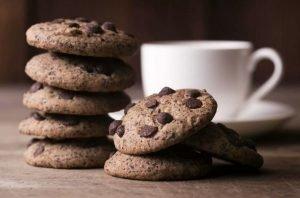Cómo hacer galletas de chocolate negro