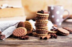 Cómo hacer galletas rellenas de chocolate