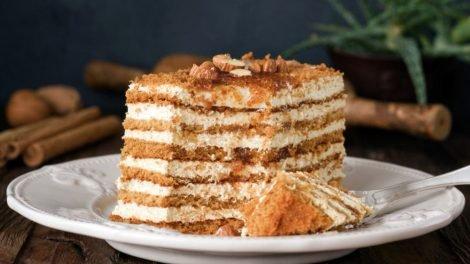 Cómo hacer una tarta fría de galletas y nata
