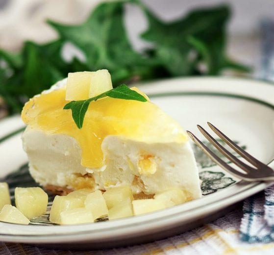 Tarta de piña y nata