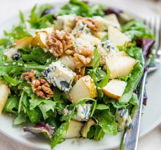 Ensalada de pera y queso azul