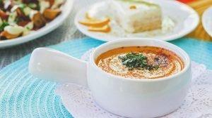 Cómo hacer Sopa de tomate con queso de cabra