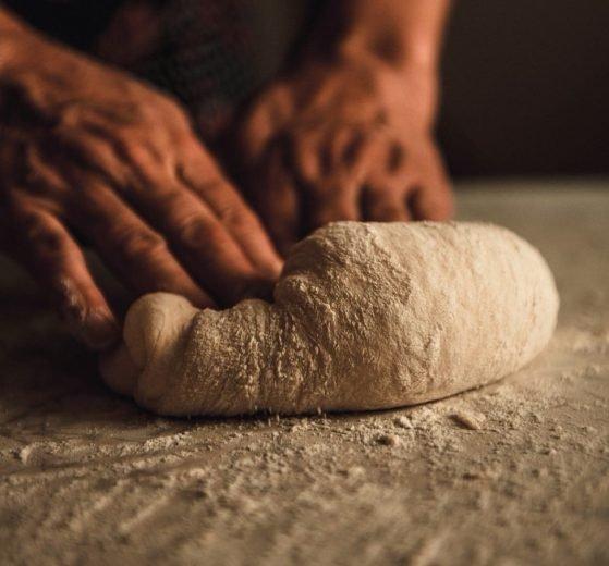 Cómo sustituir la harina de pan con harina común