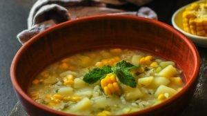 Cómo hacer Caldo de papas, millo, huevo y cilantro