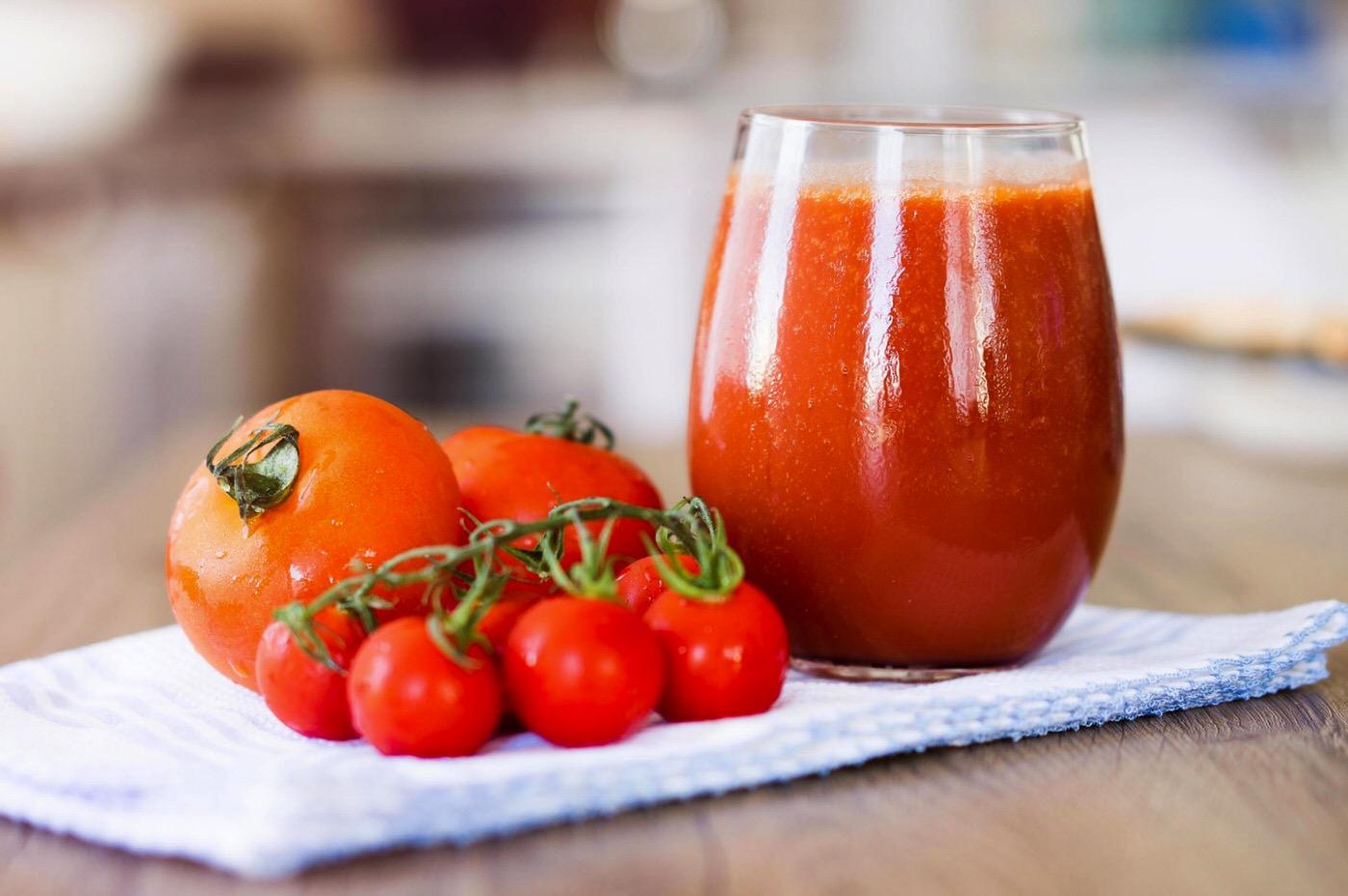 Jugo de tomate fresco