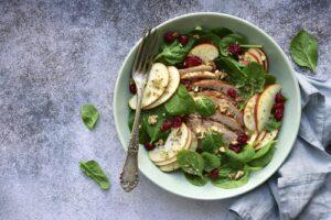 Cómo preparar ensalada de manzanas, nueces y pasas