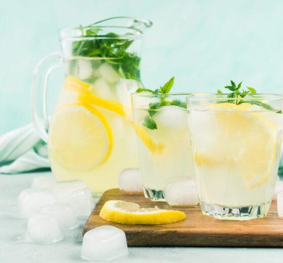 Bebida de limón casera