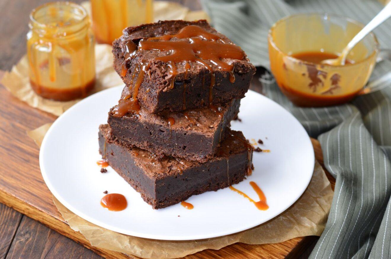Cómo hacer Brownies de caramelo y nueces